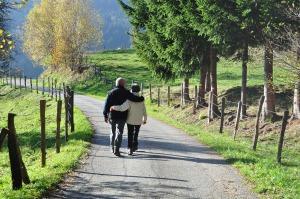 długie spacery są dobre dla zdrowia