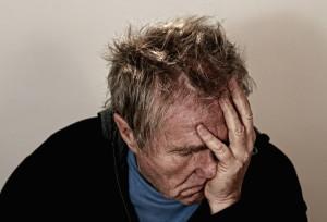 seniorzy narażeni na zagrożenia