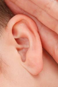 problemy ze słuchem u seniora